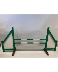 Hindernisgrün (geschlossen) mit 2 Sprungbalken, 6 Aufhängungshalterungen und Hindernisbrett